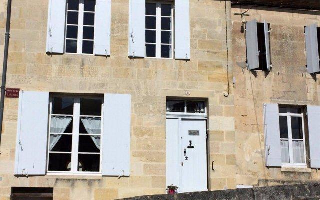 Отель La Maison Colline Франция, Сент-Эмильон - отзывы, цены и фото номеров - забронировать отель La Maison Colline онлайн вид на фасад