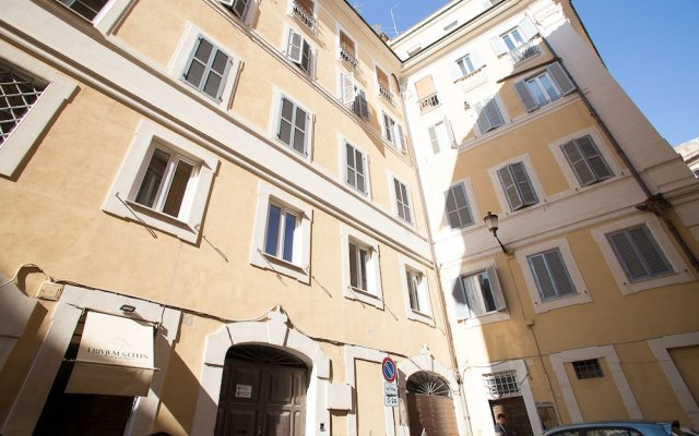 Отель Trivium Suites Fontana di Trevi вид на фасад