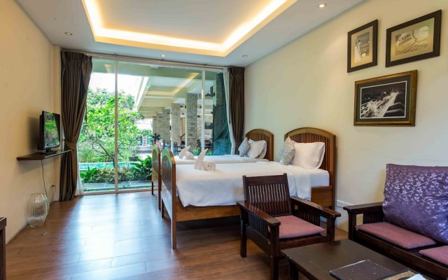 Отель Feung Nakorn Balcony Rooms And Cafe Бангкок комната для гостей