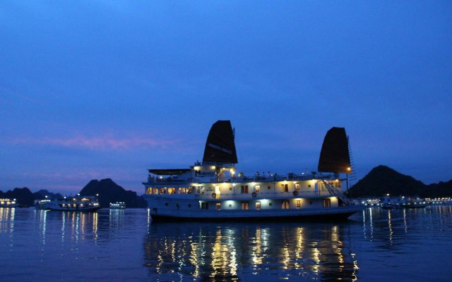 Отель Majestic Halong Cruise вид на фасад