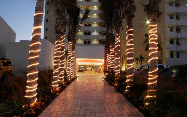 Отель Las Flores Beach Resort вид на фасад