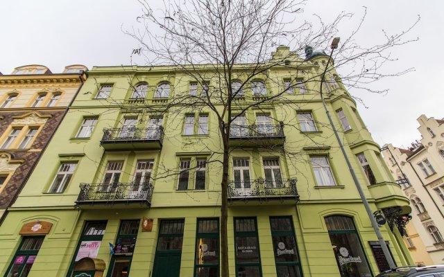 Апартаменты Krizikova Apartment вид на фасад