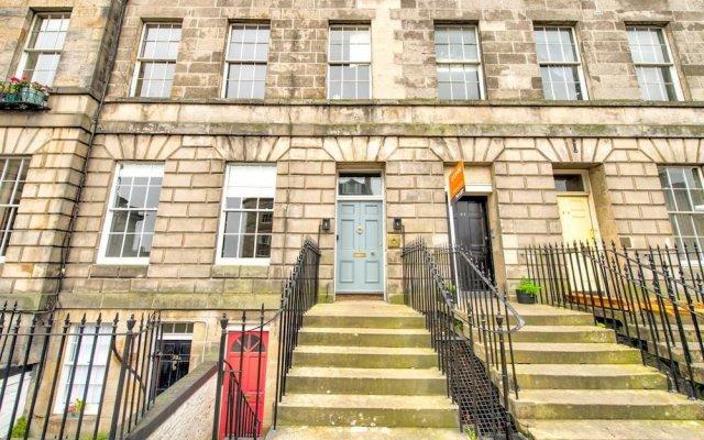 Отель City Centre Georgian Maindoor 2bed/2bath Apartment Великобритания, Эдинбург - отзывы, цены и фото номеров - забронировать отель City Centre Georgian Maindoor 2bed/2bath Apartment онлайн вид на фасад