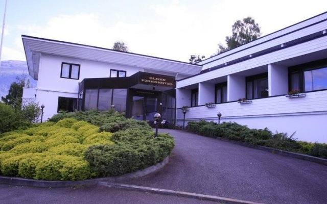 Отель Olden Fjordhotel вид на фасад