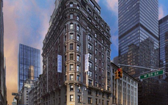 Отель Dream New York вид на фасад