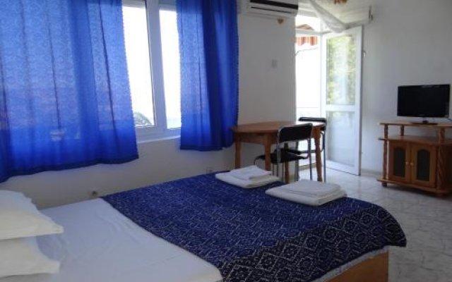 Отель Guest House Spiro Near Botanical Garden Балчик комната для гостей