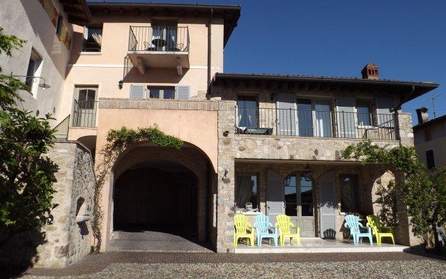 Отель Garnì del Gardoncino Манерба-дель-Гарда вид на фасад