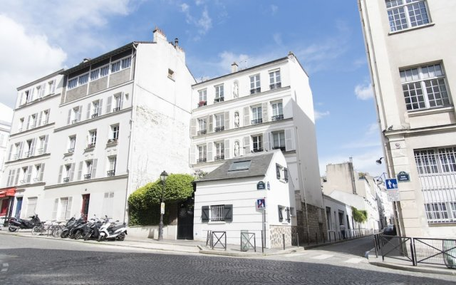 Апартаменты Classic Studio in Montmartre вид на фасад