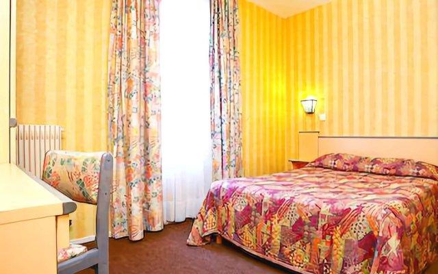Отель De La Perdrix Rouge Париж комната для гостей