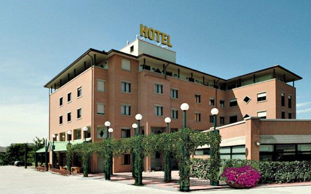 Hotel Leonardo Парма вид на фасад