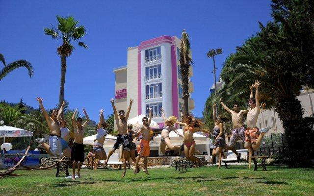 Dora Beach Hotel вид на фасад