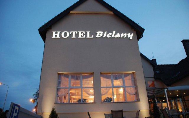 Hotel Bielany вид на фасад