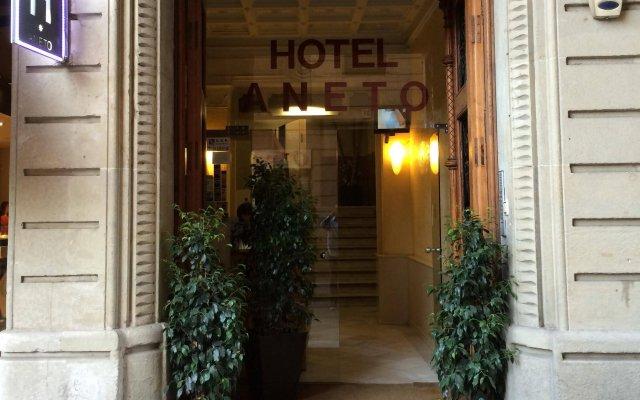 Aneto Hotel вид на фасад
