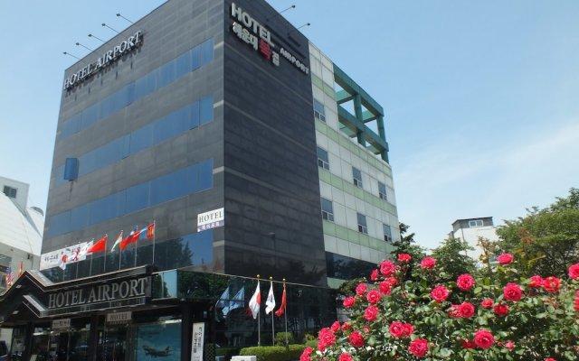 Hotel AIRPORT вид на фасад