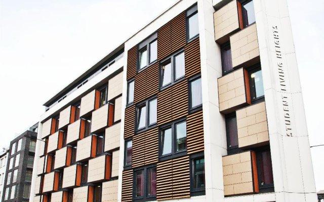 Отель Modern Student-Only Studios by Angel High Street Лондон вид на фасад