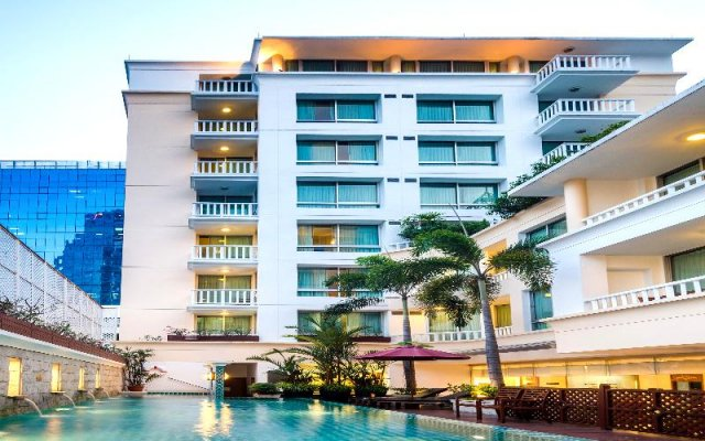 Отель At Ease Saladaeng вид на фасад