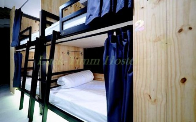 Luck-Yimm Hostel - Adults Only Бангкок вид на фасад