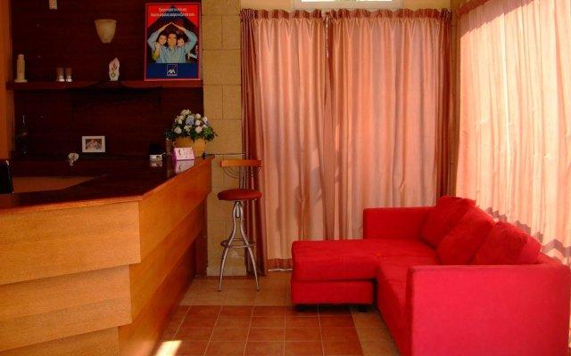 Antonios Hotel комната для гостей