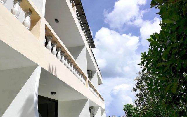 Отель Natural Mystic Patong Residence вид на фасад