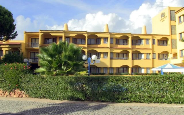 Отель Apartamentos Rio Португалия, Виламура - отзывы, цены и фото номеров - забронировать отель Apartamentos Rio онлайн вид на фасад