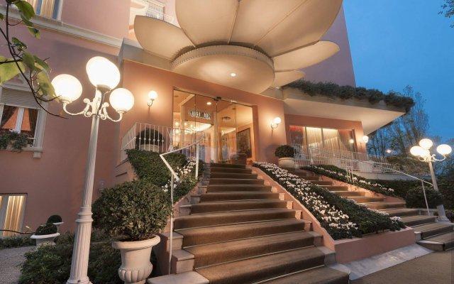 Hotel Milton Rimini вид на фасад