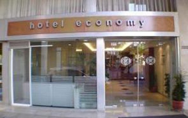 Economy Hotel вид на фасад