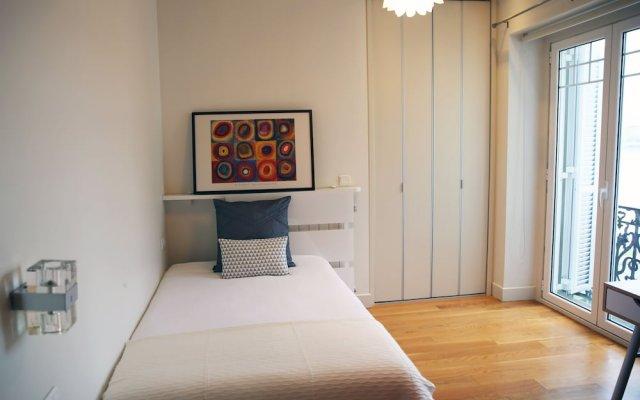 Апартаменты Stunning Views of Sea in Luxury Studio комната для гостей