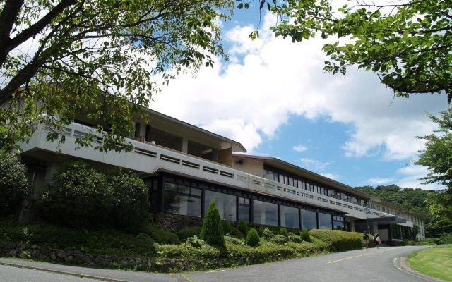 Отель Kyukamura Minami-Aso National Park Resort Villages Of Japan Минамиогуни вид на фасад