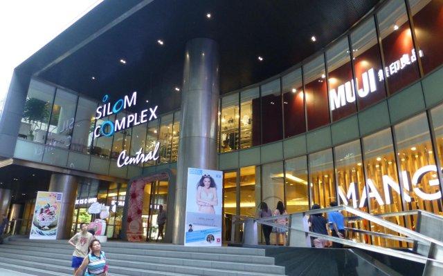 Отель D Varee Xpress Pula Silom вид на фасад