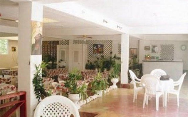 Отель Sunflower Cottages and Villas Ямайка, Ранавей-Бей - отзывы, цены и фото номеров - забронировать отель Sunflower Cottages and Villas онлайн вид на фасад