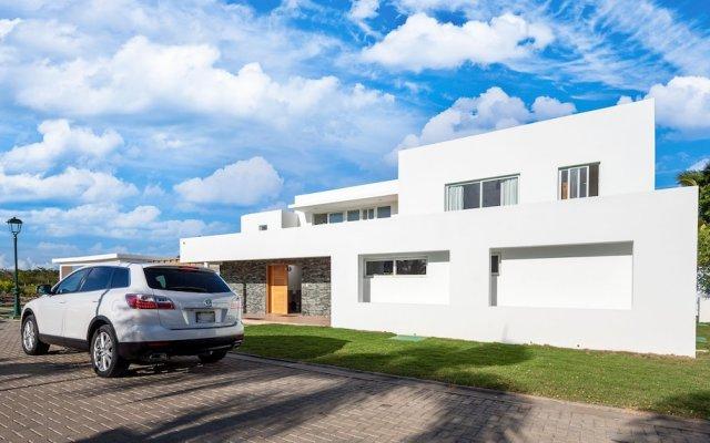 Villa Moderna by Palmera Villas