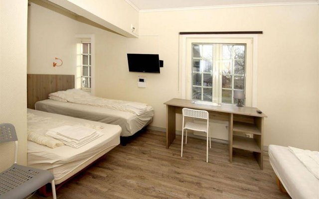 Апартаменты Airport Motel & Apartment сейф в номере
