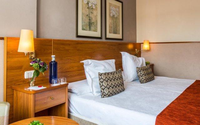 Отель Leonardo Hotel Granada Испания, Гранада - отзывы, цены и фото номеров - забронировать отель Leonardo Hotel Granada онлайн комната для гостей