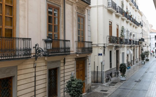 Отель ApartUP L' Almoina вид на фасад