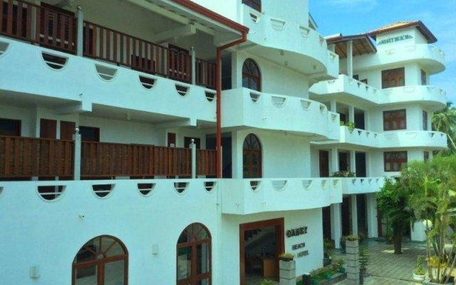 Отель Oasey Beach Resort Шри-Ланка, Бентота - отзывы, цены и фото номеров - забронировать отель Oasey Beach Resort онлайн вид на фасад
