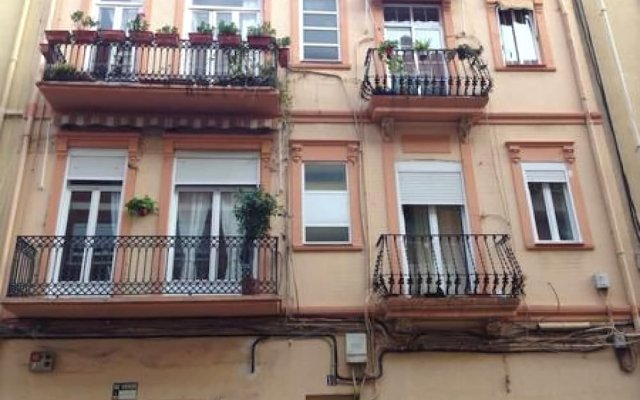 Отель Your Home In Valencia вид на фасад