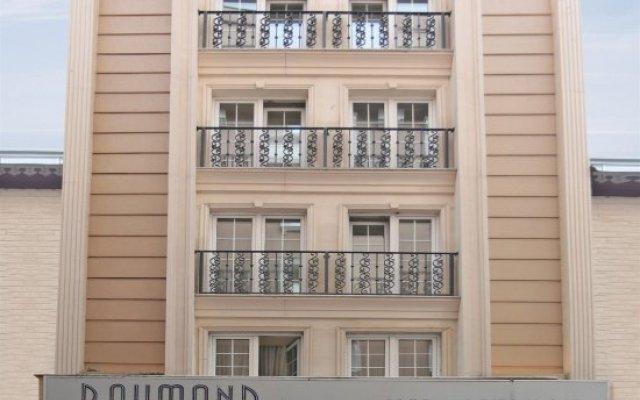 Отель Raymond вид на фасад