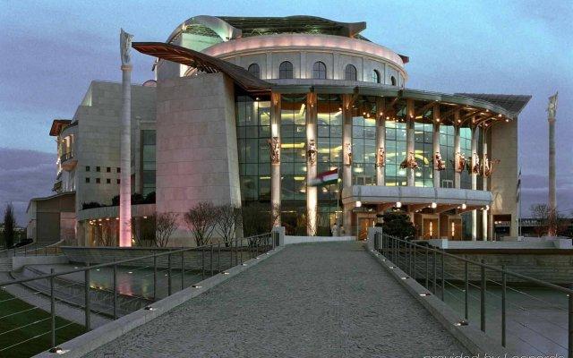 Отель ibis Styles Budapest City Венгрия, Будапешт - 4 отзыва об отеле, цены и фото номеров - забронировать отель ibis Styles Budapest City онлайн вид на фасад