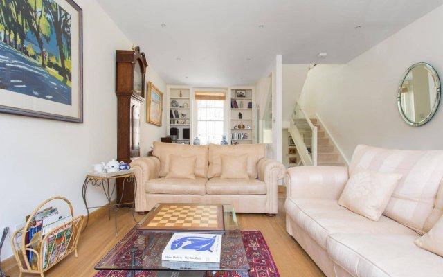 Апартаменты Onefinestay - Holland Park Apartments Лондон комната для гостей