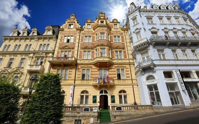 Отель Ester вид на фасад