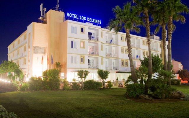 Отель SunConnect Los Delfines Hotel Испания, Кала-эн-Форкат - отзывы, цены и фото номеров - забронировать отель SunConnect Los Delfines Hotel онлайн вид на фасад