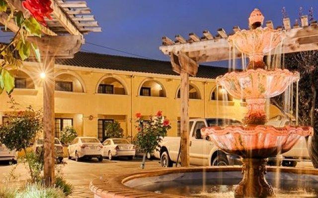Отель BEST WESTERN PLUS Brookside Inn вид на фасад