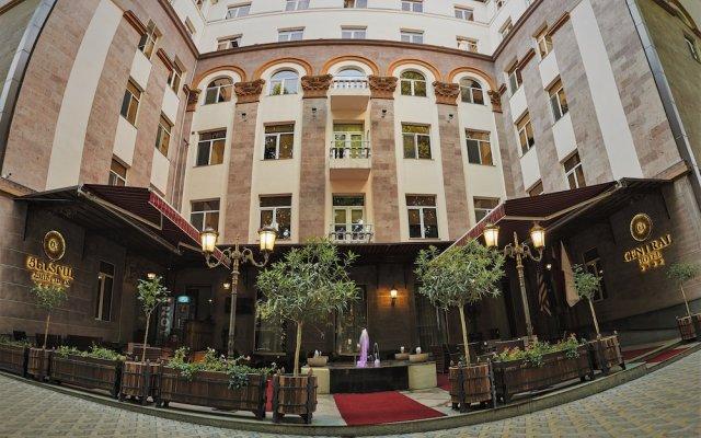 Отель Central вид на фасад