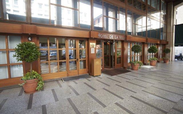 Hotel De La Ville вид на фасад