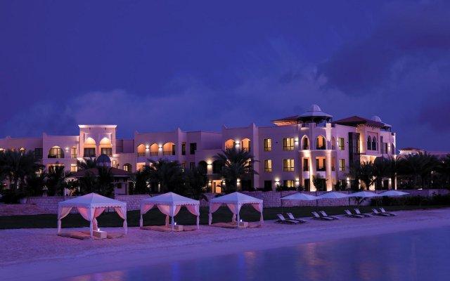 Traders Hotel Qaryat Al Beri Abu Dhabi, by Shangri-la вид на фасад