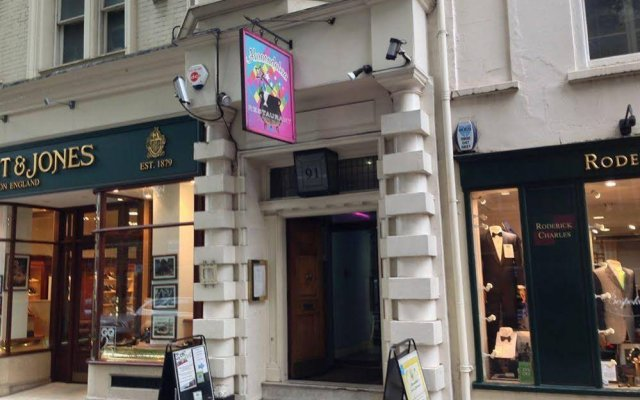 4 Star Hostel Piccadilly London вид на фасад