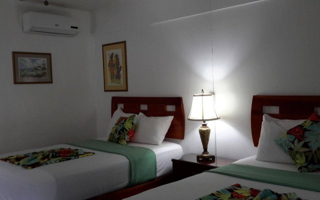 Отель Hibiscus Lodge Ямайка, Очо-Риос - отзывы, цены и фото номеров - забронировать отель Hibiscus Lodge онлайн вид на фасад
