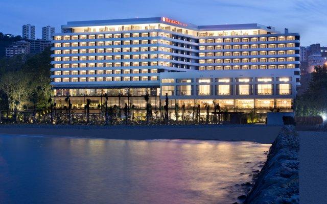 Отель Ramada Plaza Trabzon вид на фасад