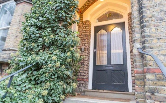 Отель Spacious 1BR Period Apartment Hampstead Великобритания, Лондон - отзывы, цены и фото номеров - забронировать отель Spacious 1BR Period Apartment Hampstead онлайн вид на фасад