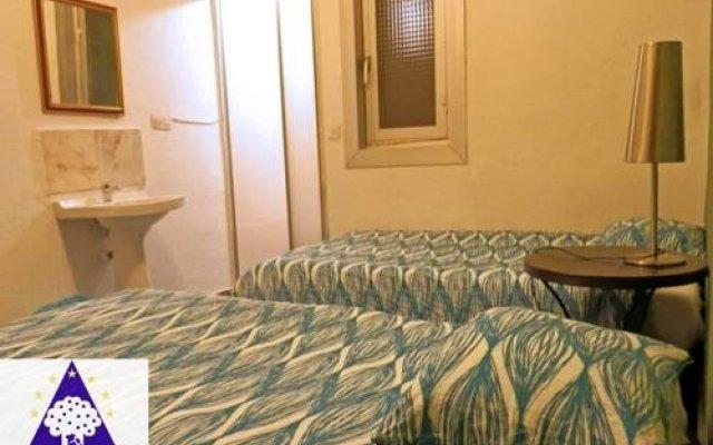 Отель Barbieri Sol Hostel Испания, Мадрид - 1 отзыв об отеле, цены и фото номеров - забронировать отель Barbieri Sol Hostel онлайн комната для гостей